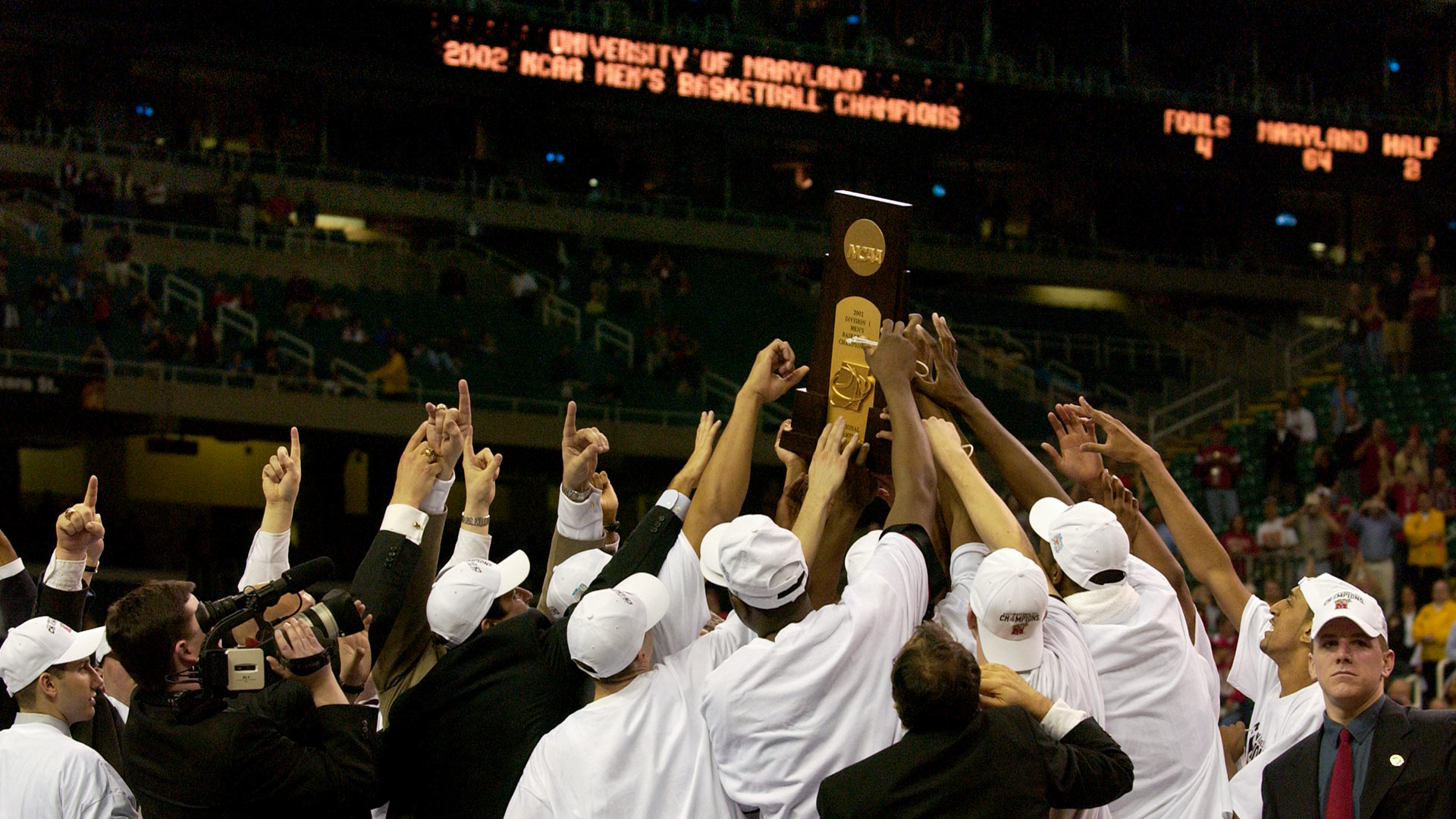 Maryland Basketball hoists NCAA Championship Trophy